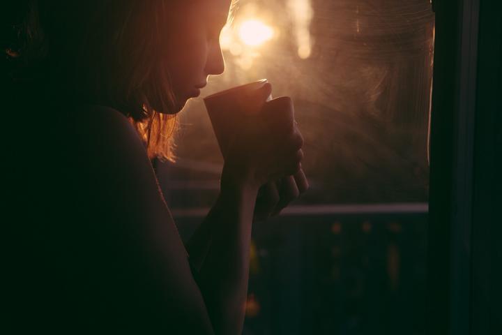 Manchmal gibt es keine Worte, um zu trösten. Eine warme Berührung oder eine Tasse Tee sind dann oft der bessere Trost.