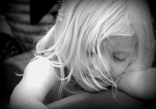 Generationsübergreifende Innere Kind Arbeit befreit das eigene Innere Kind, die inneren Kinder der Ahnen und entlastet auch die Nachkommen. Bildquelle: pixabay